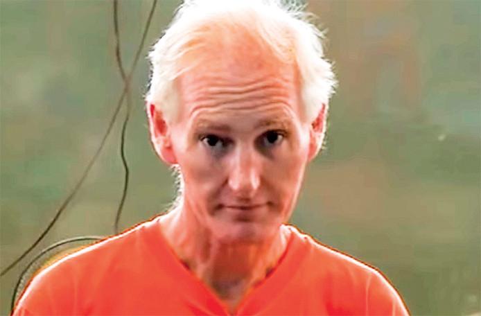 Peter Scully filmde zichzelf terwijl hij kinderen en zelfs een baby verkrachtte. Hij is nu veroordeeld tot levenslang.