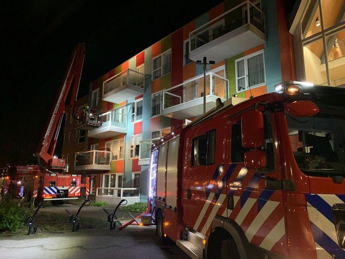 De brandweer rukte in de nacht van woensdag op donderdag met groot materieel uit voor een brand in een aanleunwoning van verpleeghuis De Meander in Wijchen,