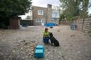 Het enige veldje op eigen terrein waar medewerkers en vrijwilligers van de Dierenbescherming met honden kunnen spelen en oefenen.