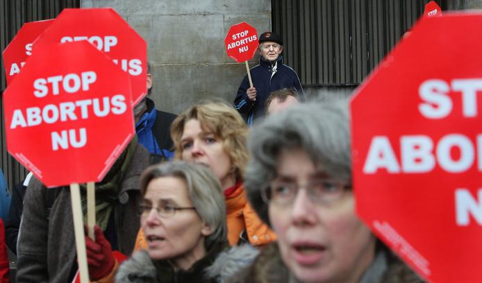 Tegenstanders tijdens een anti-abortus demonstratie in Amsterdam.