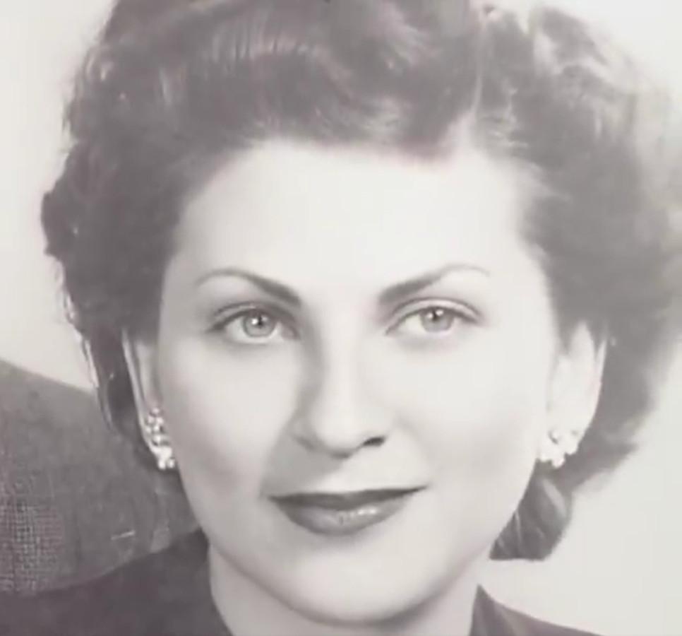 De nieuwe Deep Nostalgia-techniek is gebruikt om de foto van deze vrouw te animeren.