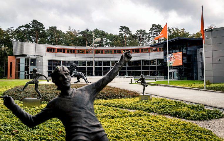 KNVB heeft hoop op vervolg voetbalseizoen nog niet laten varen ...