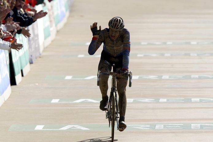 Premier Paris-Roubaix, premier podium: Tom Boonen s'est révélé sur les routes de l'Enfer du Nord en 2002.