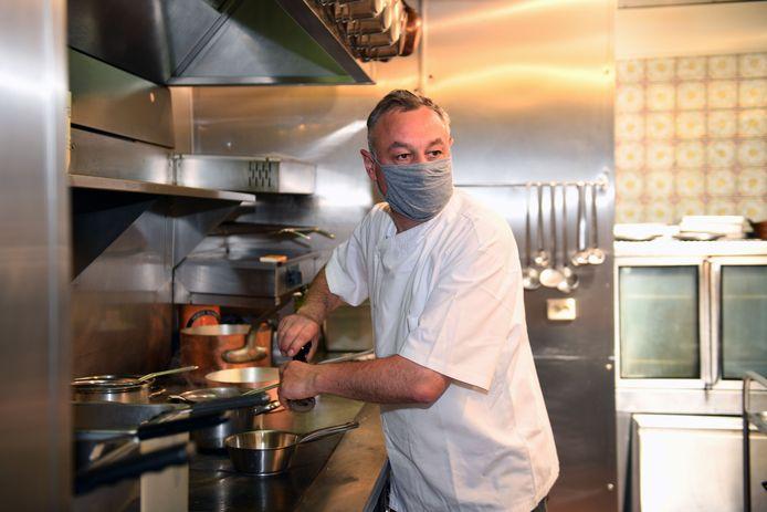 Restaurant Rooden Scilt haalt met Ludo Lanssens (ex-Comme Chez Soi) absolute topchef binnen, met bezoek van Eddy Merckx.