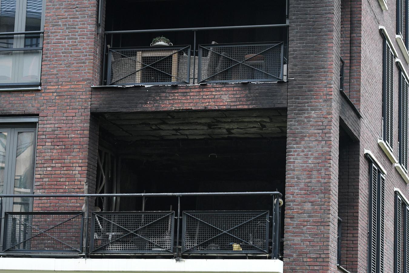 Het complex de ochtend na de brand.