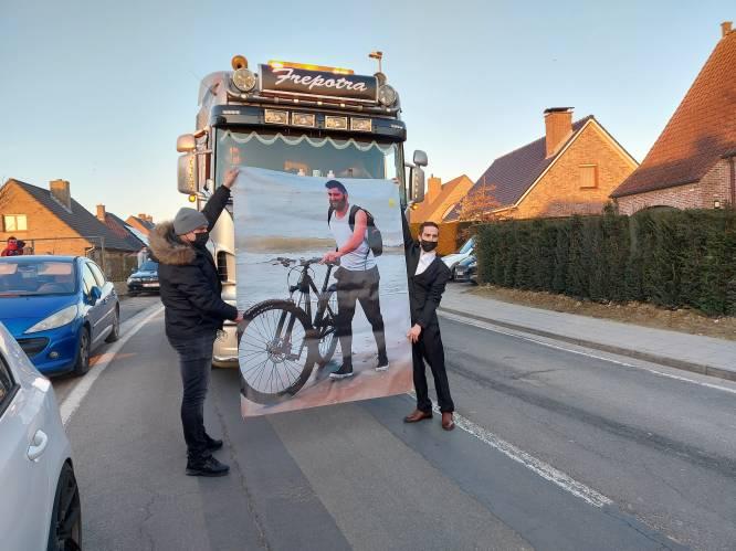 """Kolonne van 500 wagens houdt indrukwekkend eerbetoon aan overleden Mayckel (27): """"Hij dacht dat hij alleen was, maar hij was duidelijk heel graag gezien"""""""