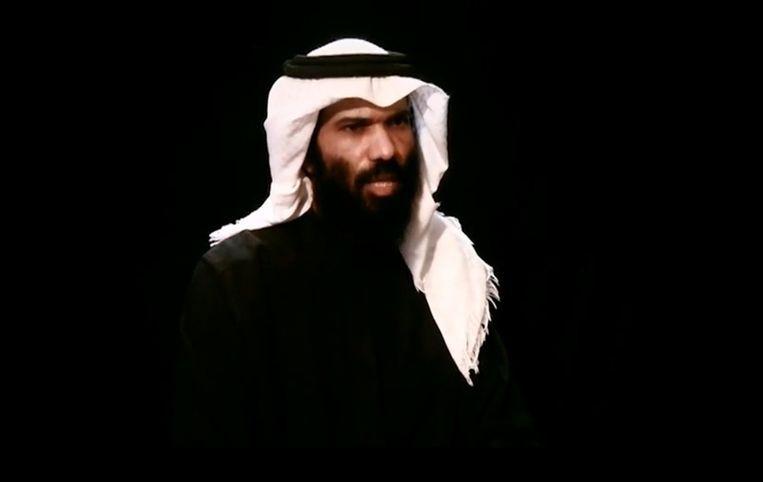 Een Saoedische diplomaat die al meer dan een jaar wordt vastgehouden in Jemen (de foto is een still uit een ontvoeringsvideo). Beeld AFP