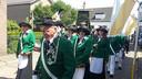 Schutters en marketensters van Excelsior in de processie van Lobith.