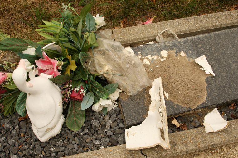 Diefstal en vandalisme zijn een plaag op het gemeentelijk kerkhof in Zelzate.