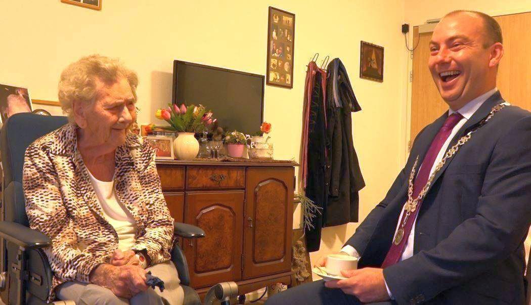Diena en burgemeester Vincent van Neerbos bij het bezoek in 2018.