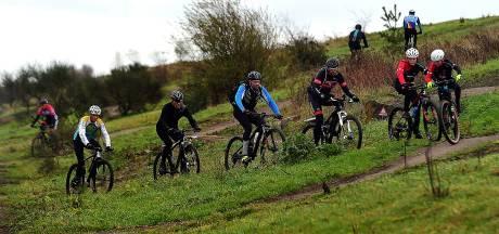Wind en modder extra uitdaging voor Wouwse ATB-tocht