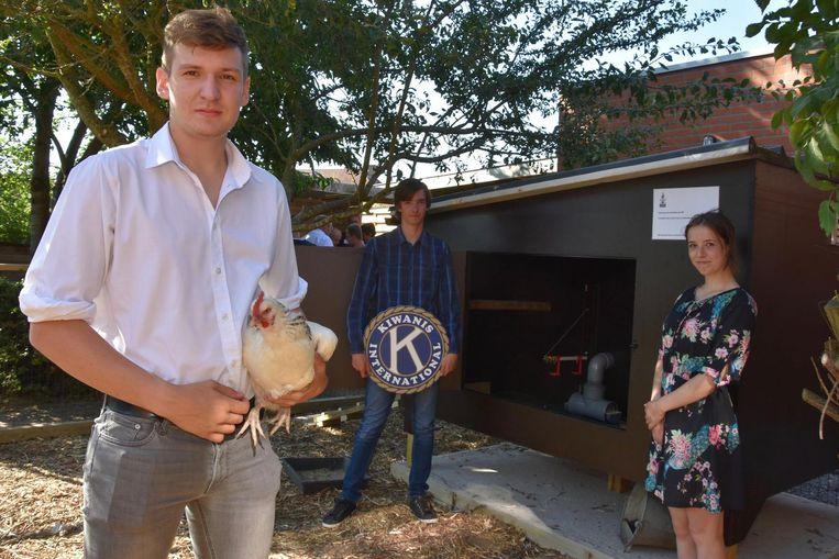 Lotte, Jietse en Fons maakten een geautomatiseerd kippenhok, dat een plaatsje krijgt in De Fakkel.