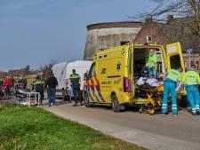 Pakketbezorger breekt beide armen na ongeluk met tractor in Hoeven
