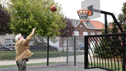 Nieuwe sportkooi op Vredesplein geopend