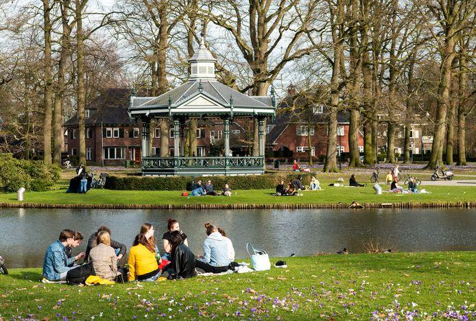 Het was donderdagmiddag gezellig druk in het Oranjepark in Apeldoorn.