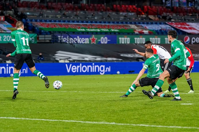 Luis Sinisterra maakt de 1-0.