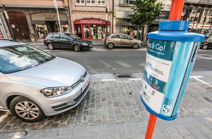 Shop & Go, hier in de Doorniksestraat, wordt niet omgevormd tot gratis maximum twee uur parkeren bij sneeuwval.