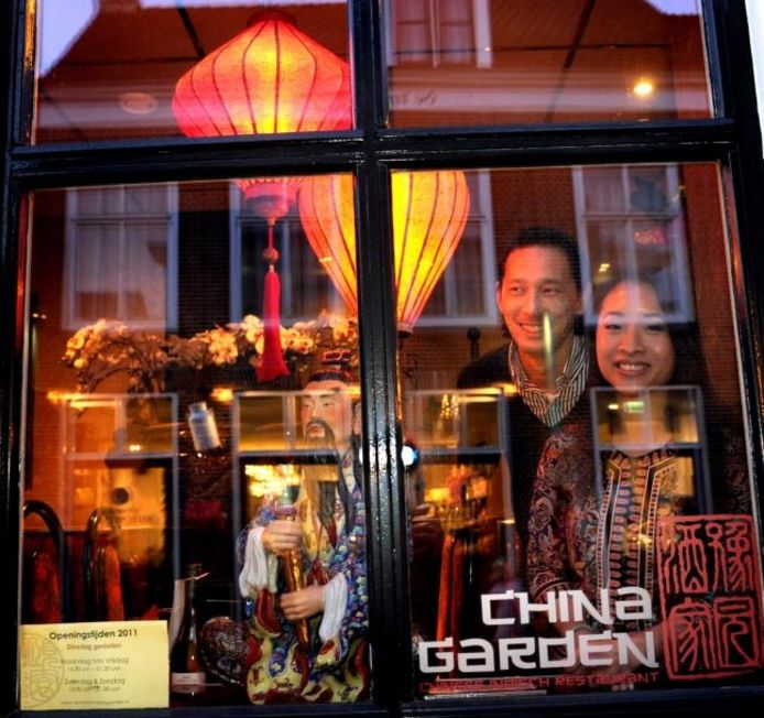 Han Nha Nguyen en William Lee van restaurant China Garden in Domburg. foto's Lex de Meester