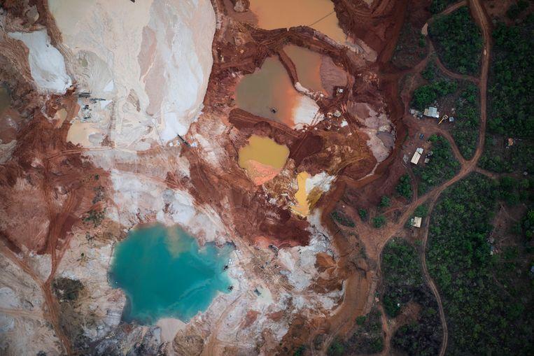 Het door delving aangetaste gebied bij de diamantmijn van Erinha in Brazilië. Beeld AP