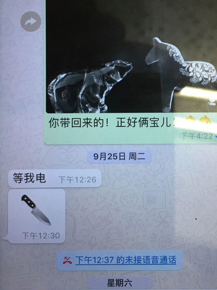 """Meng Hongwei zou haar een bericht gestuurd hebben met de boodschap """"wacht op mijn telefoontje"""" met daarna een emoji van een mes."""