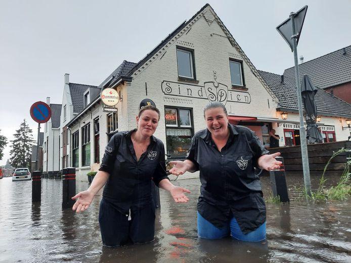 Bij café SindsDien in Eersel hadden ze flink last van wateroverlast.