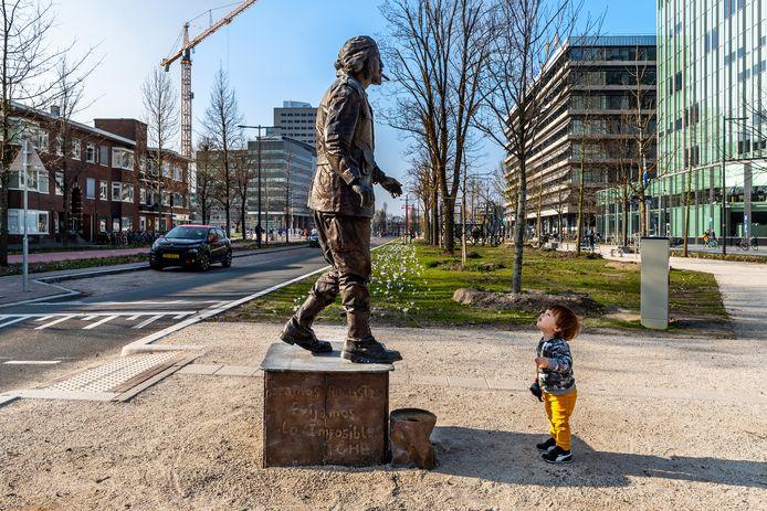 Op de Croeselaan zijn acht verschillende kunstwerken geplaatst, waaronder een levensgroot standbeeld van de revolutionair Che Guevara. De standbeelden zijn een creatie van Christian Jankowski.