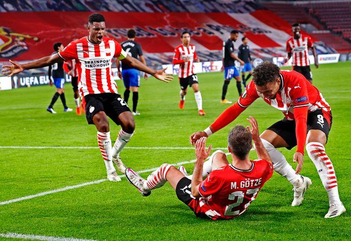 PSV viert een goal van Mario Götze. Het behoud van de Duitser is komende zomer een van de speerpunten. Hij is gewoon opgenomen in de plannen voor volgend seizoen.