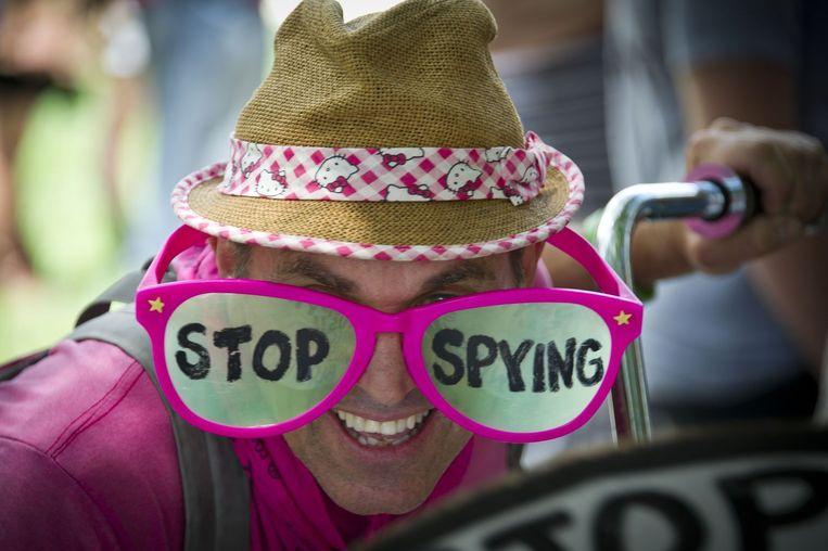 Een activist protesteert in Washington tegen de Amerikaanse veiligheidsdiensten die telefoons afluisteren. Beeld AFP