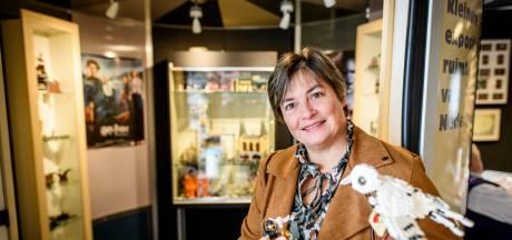 LEGO-fan Linda (54) uit Almelo heeft nu zelfs een mini-expositie van haar bouwwerken