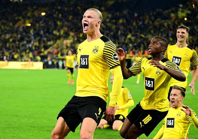 Erling Haaland, Youssoufa Moukoko, Thomas Meunier en Felix Passlack vieren de late winner van Dortmund tegen Hoffenheim, vorige vrijdag in de Bundesliga. Beeld Photo News