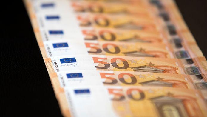 De fiscus versoepelt zijn omgang met goedmenende schuldenaars. Wie kan aantonen dat hij echt niet bij machte is om zijn fiscale schulden in 12 maanden terug te betalen, kan voortaan in aanmerking komen voor een afbetalingsplan tot 5 jaar.