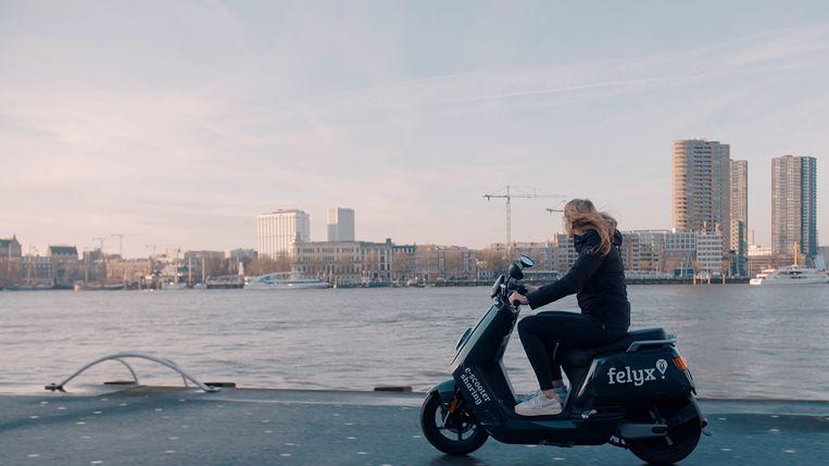 Elektrische scooter Beeld felyx