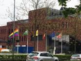 Regenboogvlag krijgt permanente plaats aan nieuw gemeentehuis