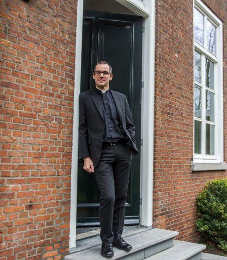 Nieuwe pastoor van Asten-Someren houdt van 'best stevige' rockmuziek: Metallica is jeugdheld van Sascha Steijaert