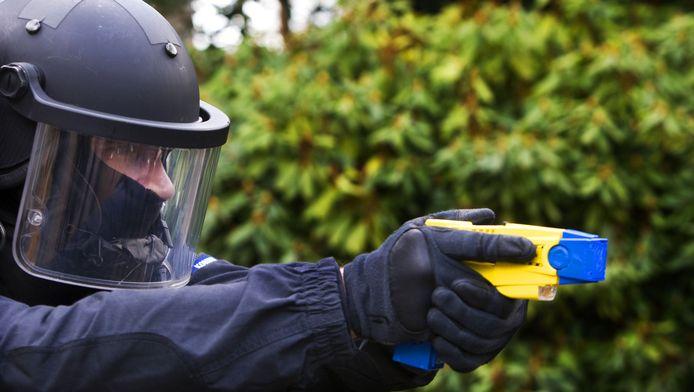 Nationale Politie: 'Volgens experts en wetenschappers is het beter om niet twee nieuwe instrumenten tegelijk in te voeren.'