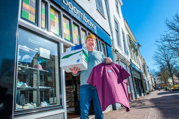 Emile van Emden, eigenaar van kleding- en sneakerzaak Boomboxx aan de Zeugstraat,  heeft geen idee wat hij kan verwachten van winkelen op afspraak. Bovendien vindt hij het ook niet eerlijk tegenover de horeca.