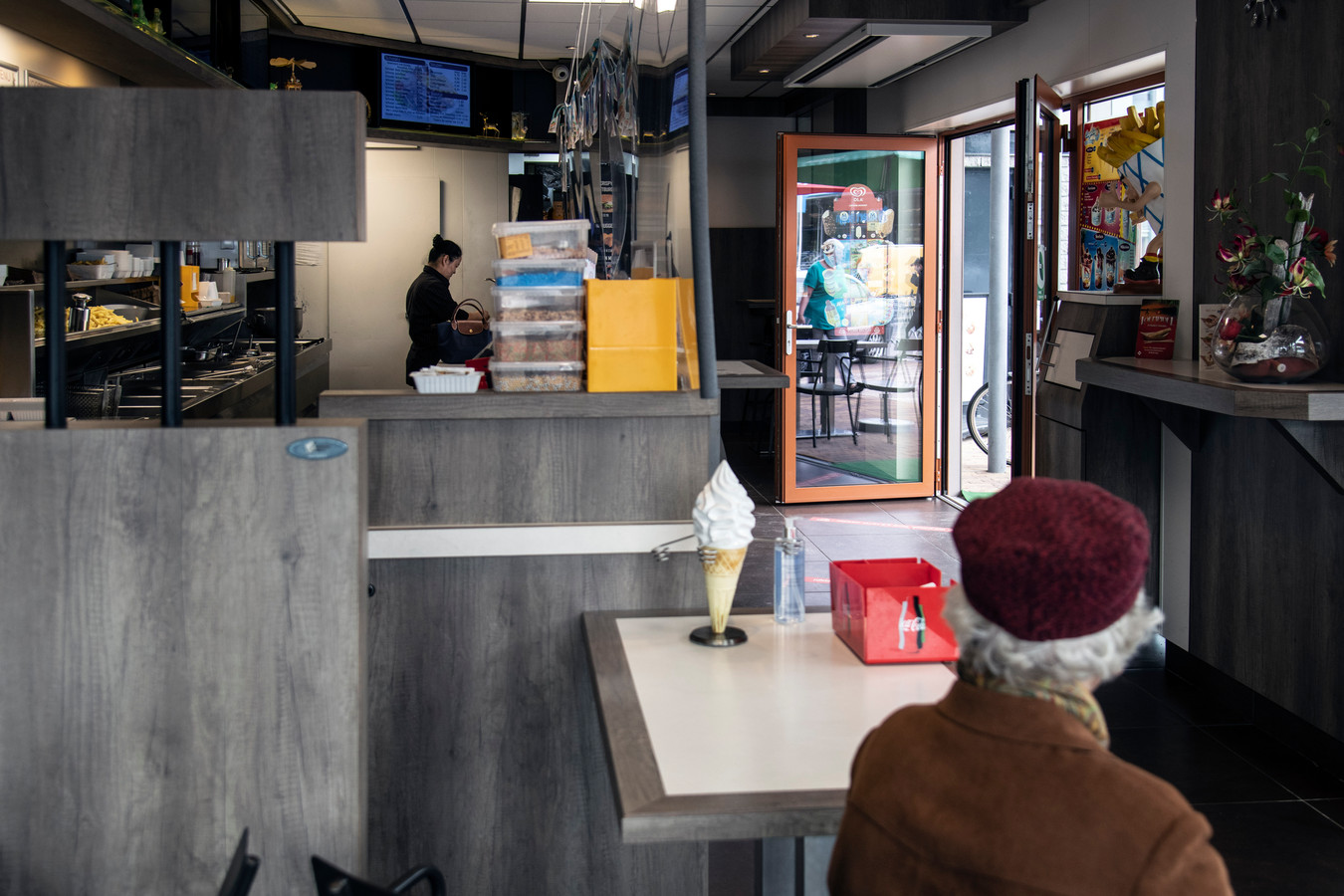 De snackbar in het vernieuwde winkelcentrum Meijhorst.