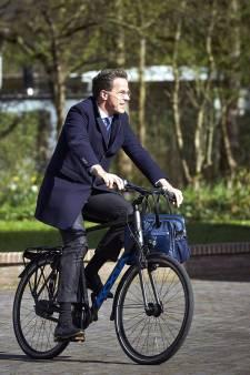 Andere landen snappen er niks van: onze premier doet alles op de fiets