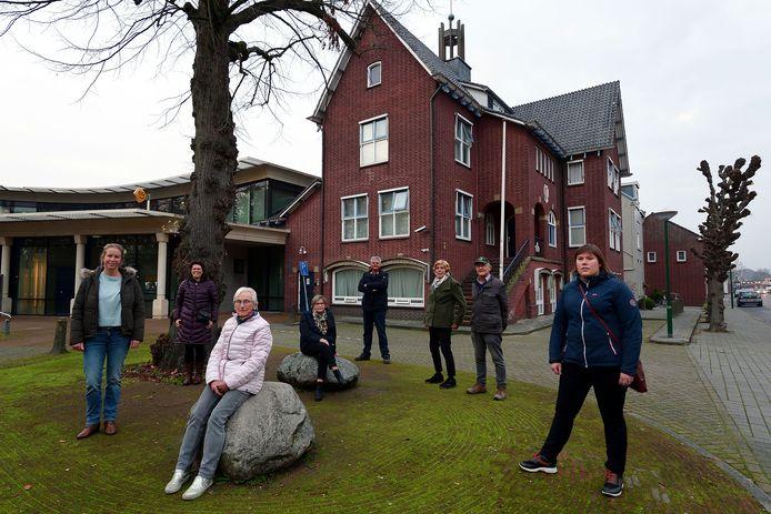 Het actiecomité dat ijvert voor behoud van het voormalige gemeentehuis te Ossendrecht lijkt op twee oren te kunnen slapen. Het Woensdrechtse college is genegen om er een gemeentelijk monument van te maken.