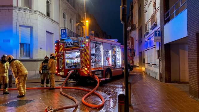 Moeder en twee kindjes naar ziekenhuis na brand: deskundige bevestigt dat vuur is aangestoken