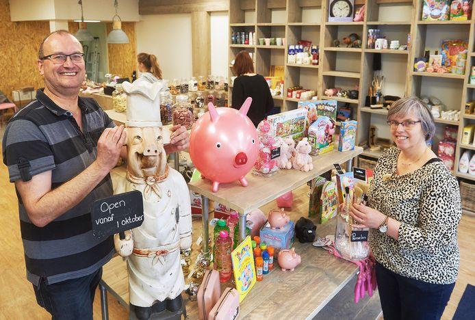 Marcel en Miriam Berkvens in hun winkel Oijnk aan de Kalverstraat in Veghel. Hier draait alles om het varken.