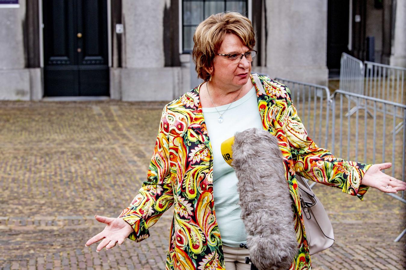 Informateur Mariëtte Hamer staat de pers te woord na afloop van haar gesprek met de zes hoofdrolspelers in de kabinetsformatie.