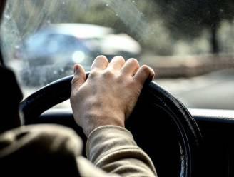 """Boete, rijverbod en alcoholslot voor man (30) die dronken vluchtmisdrijf pleegt na ongeval: """"Mijn gsm lag tussen de zetels. Daarom zocht ik hulp"""""""