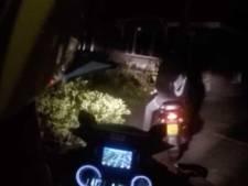 Dronken scooterrijder vergeet helm, rijbewijs en avondklok