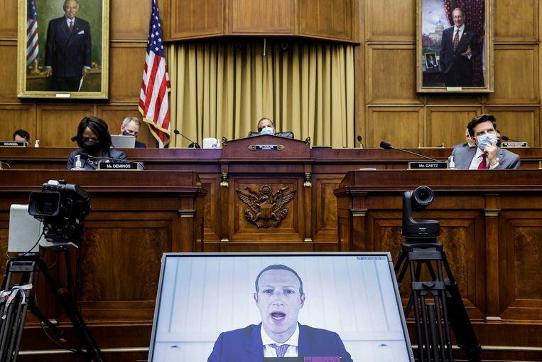 Facebook-baas Mark Zuckerberg via een videoverbinding tijdens een hoorzitting over de macht van big tech.  Beeld AP