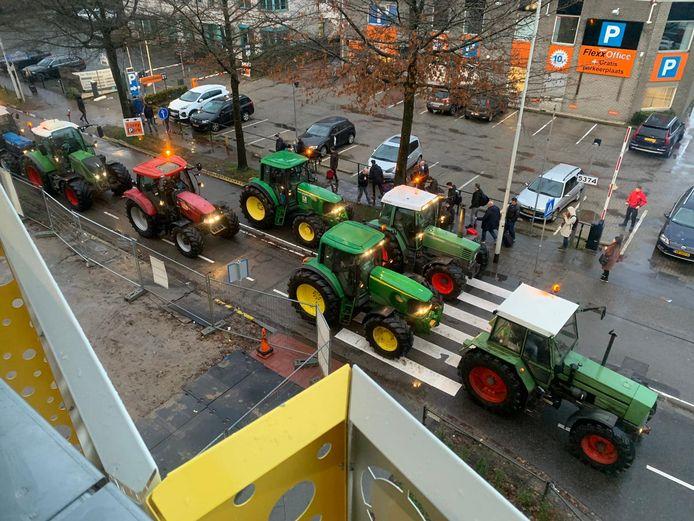 Boeren gaan naar huis na gecontroleerd rondje om het vliegveld