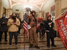 'Man met de hoorns' wil tégen Trump getuigen tijdens afzettingsproces 'omdat hij geen gratie kreeg'