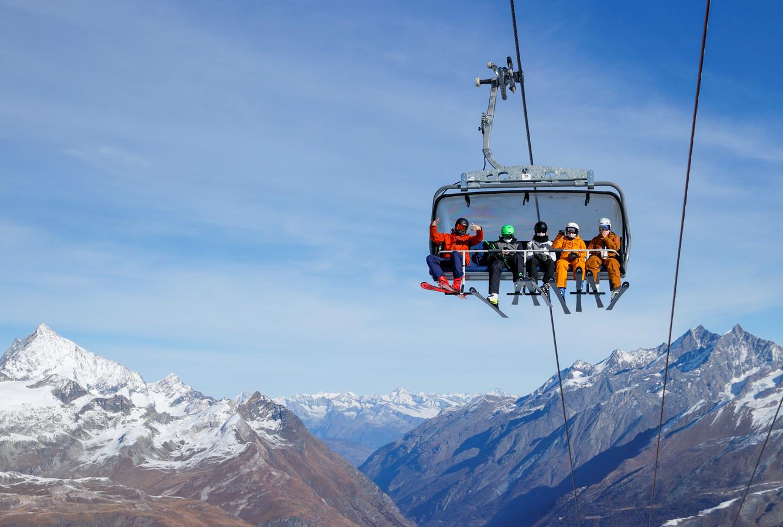 People wearing protective masks travel in an open ski lift, amid the coronavirus disease (COVID-19) outbreak, in the ski resort of Zermatt, Switzerland November 21, 2020. REUTERS/Denis Balibouse