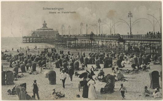 Pier in Scheveningen in 1911.