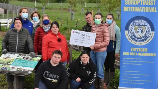 Soroptimist Zottegem ZOVL schenkt 2.500 euro aan Leefboerderij De Kanteling in Herzele